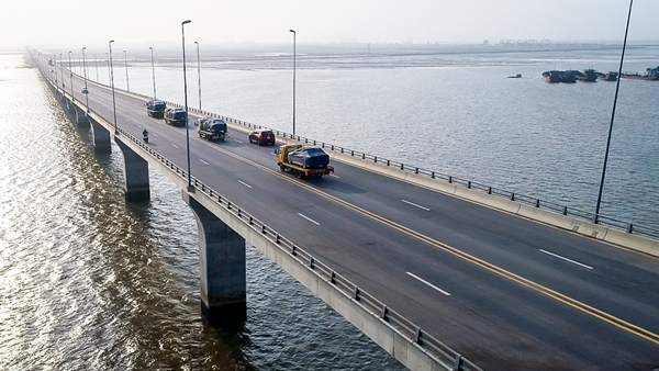VinFast đưa 155 xe ô tô Lux đi nước ngoài kiểm thử - Hình 4
