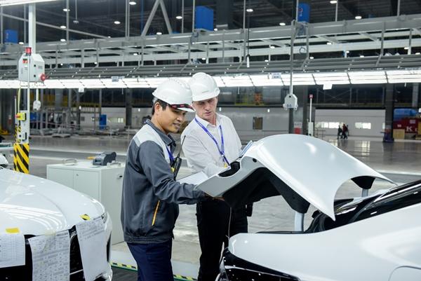 VinFast đưa 155 xe ô tô Lux đi nước ngoài kiểm thử - Hình 1