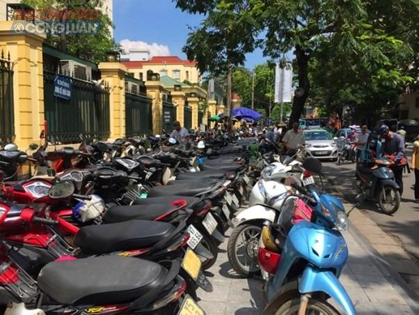 """Hà Nội: Cần xử lý nghiêm tình trạng """"chặt chém"""" tại bãi gửi xe BV Phụ sản Trung ương - Hình 1"""