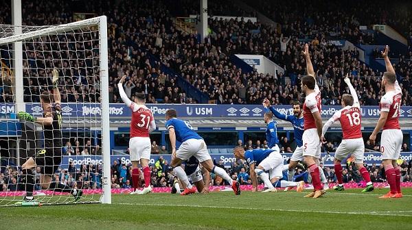Thất bại trước Everton, Arsenal khiến cuộc đua Top 4 trở nên kịch tính - Hình 1