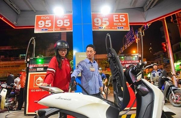 Giá xăng chính thức tăng hơn 1.000 đồng/lít - Hình 1