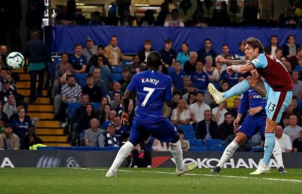 Bị Burnley cầm hòa, Chelsea khiến cuộc đua Top 4 trở nên nghẹt thở - Hình 1
