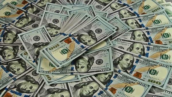 Tỷ giá ngoại tệ ngày 30/4: Giá USD treo cao kỷ lục - Hình 1