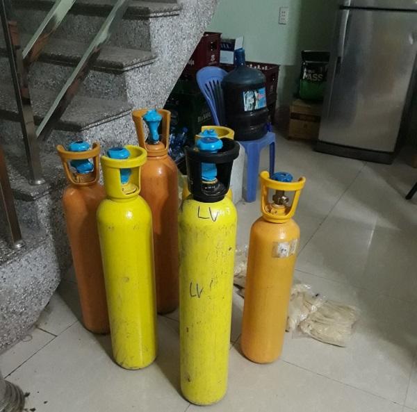 Lạng Sơn thu giữ 110 kg khí Nitrous Oxide (khí cười) - Hình 1