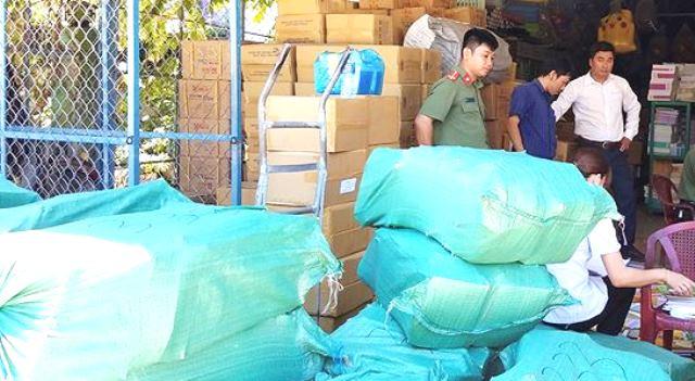 Bình Định: Tạm giữ hơn 72.000 cuốn sách giáo khoa nghi in lậu - Hình 3