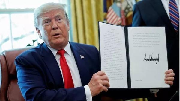 Ông Trump ký sắc lệnh trừng phạt lãnh đạo cao nhất của Iran - Hình 1