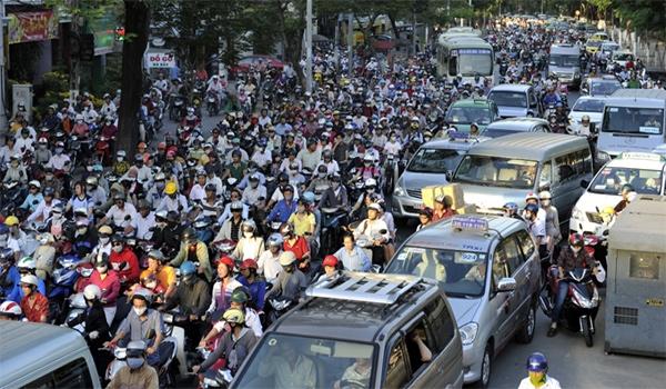 Hà Nội: Xử lí nghiêm vi phạm nồng độ cồn, xe máy đi vào đường cấm - Hình 1