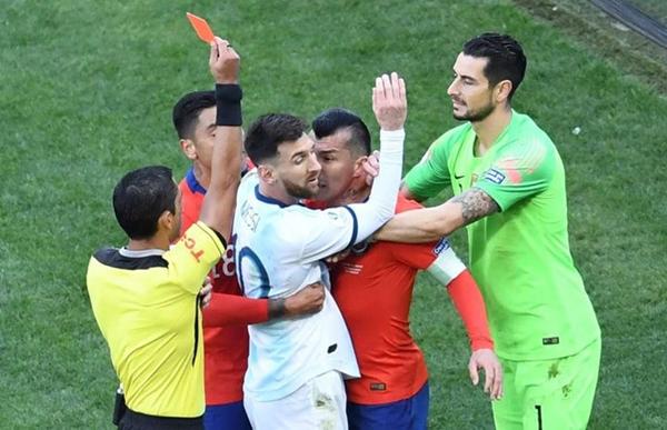 Messi bị phạt 1.500 USD vì vạ miệng tại Copa America - Hình 1