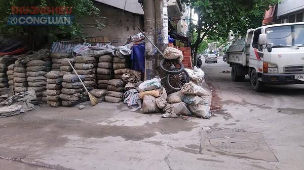 Quận Hoàn Kiếm (Hà Nội): Cần xử lý nghiêm việc lấn chiếm vỉa hè, lòng đường Hàm Tử Quan - Hình 3
