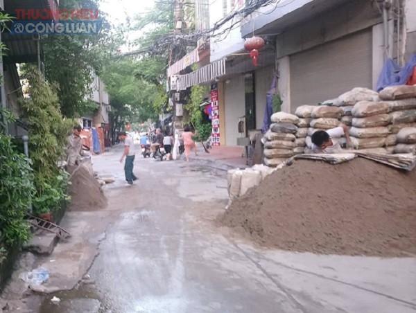 Quận Hoàn Kiếm (Hà Nội): Cần xử lý nghiêm việc lấn chiếm vỉa hè, lòng đường Hàm Tử Quan - Hình 1