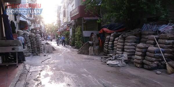Quận Hoàn Kiếm (Hà Nội): Cần xử lý nghiêm việc lấn chiếm vỉa hè, lòng đường Hàm Tử Quan - Hình 2