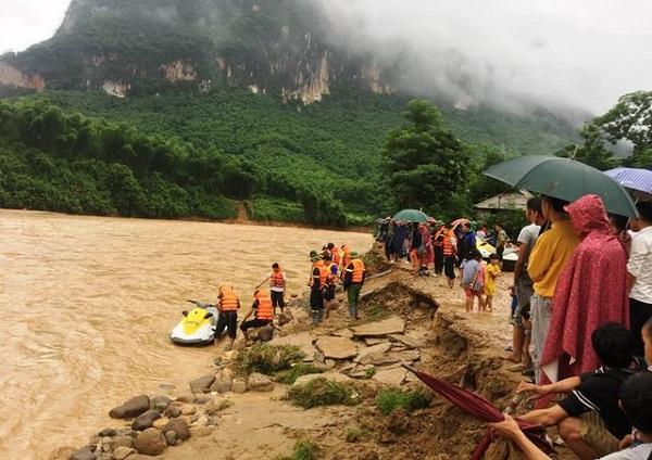 Thủ tướng chia sẻ với những thiệt hại, mất mát của người dân do mưa lũ gây ra - Hình 2