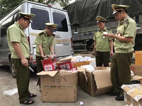 Lạng Sơn: Thu giữ lô hàng hóa mỹ phẩm nhập lậu - Hình 1