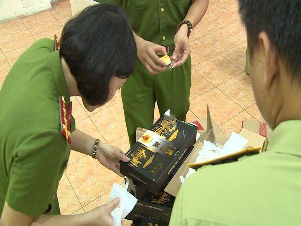 Hà Nội: Thu giữ gần 16.000 sản phẩm bánh kẹo không rõ nguồn gốc - Hình 1
