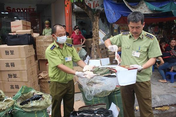 Lực lượng chức năng phát hiện lượng lớn hàng hóa nhập lậu