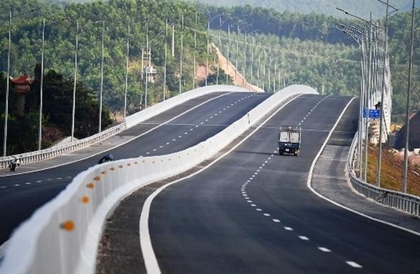 dự án đường bộ Cam Lộ - La Sơn. Đây là dự án thành phần của dự án cao tốc Bắc - Nam phía đông giai đoạn 2017 - 2020.