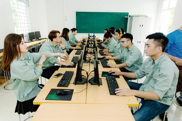 Sinh viên Khoa Điện tử