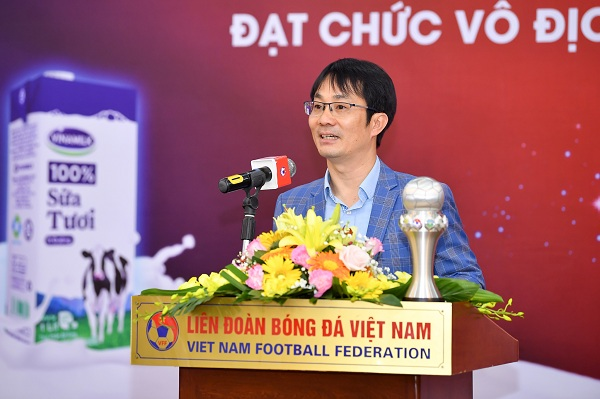 Ông Phan Minh Tiên phát biểu chúc mừng đội tuyển đã đạt thành tích xuất sắc tại Giải vô địch Bóng đá nữ Đông Nam Á 2019