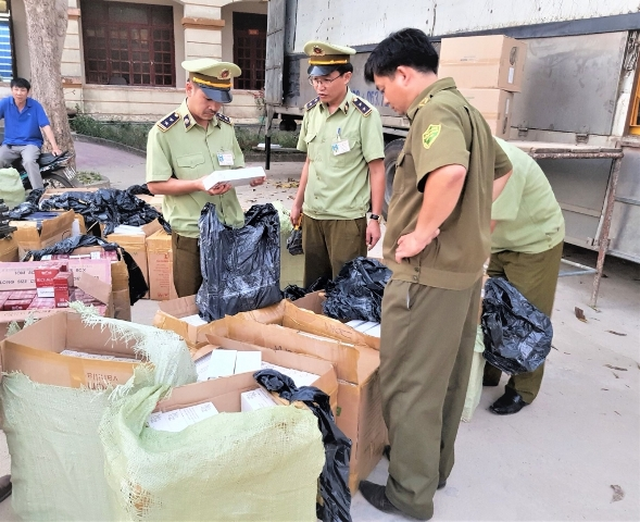 Lực lượng chức năng tỉnh Quảng Bình phát hiện, bắt giữ 18.000 bao thuốc lá ại nhập lậu