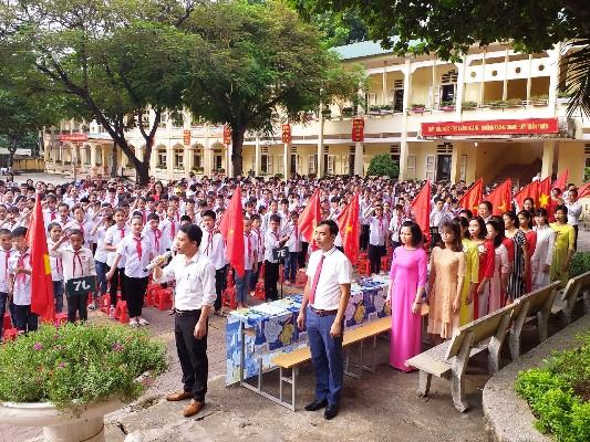 Lễ chào cờ của thầy và trò Trường THCS Thổ Tang