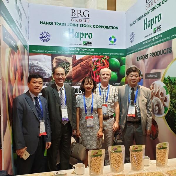 Thường xuyên xây dựng, duy trì và phát triển các mối quan hệ khách hàng cũng là một trong các giải pháp thúc đẩy phát triển xuất khẩu của Hapro