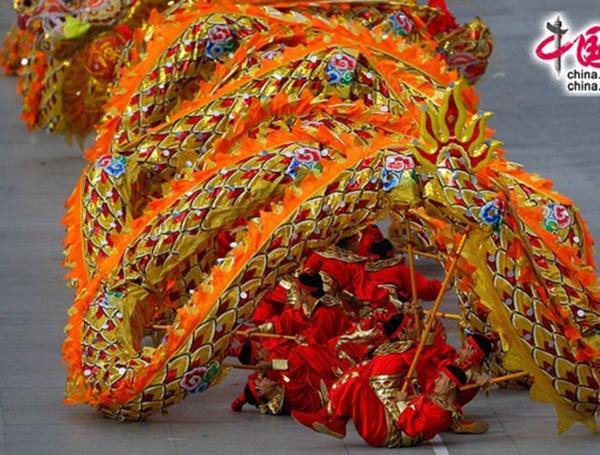 Màn múa rồng được xem là điểm nhấn trong Tết Trung thu ở Trung Quốc