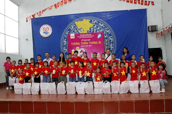 Các em nhỏ mồ côi tại Trung tâm Công tác xã hội tỉnh Hòa Bình