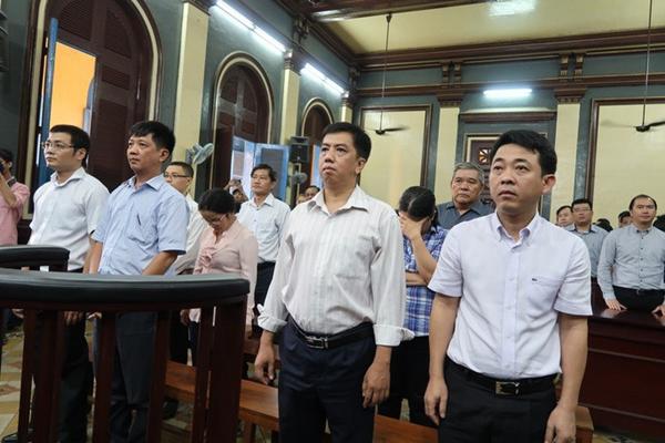 Hình ảnh các bị cáo tại phiên tòa xét xử vụ buôn bán thuốc giả tại VN Pharma (Ảnh NLĐ)
