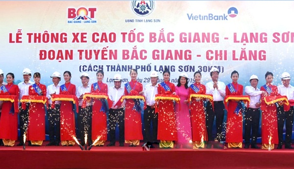 Phó Thủ tướng Chính phủ Trịnh Đình Dũng đã tham dự và cắt băng Lễ thông xe tuyến cao tốc Bắc Giang – Lạng Sơn.