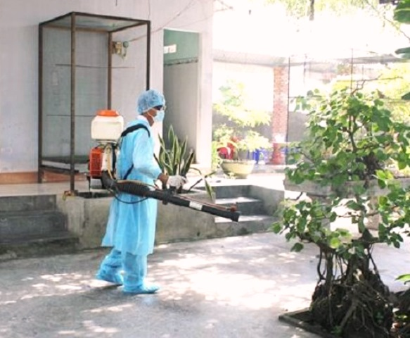Phun hóa chất diệt muỗi