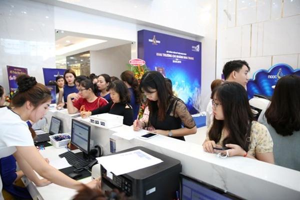 Đội ngũ nhân viên phải làm việc hết công suất, luôn túc trực hỗ trợ khách hàng khi cần.