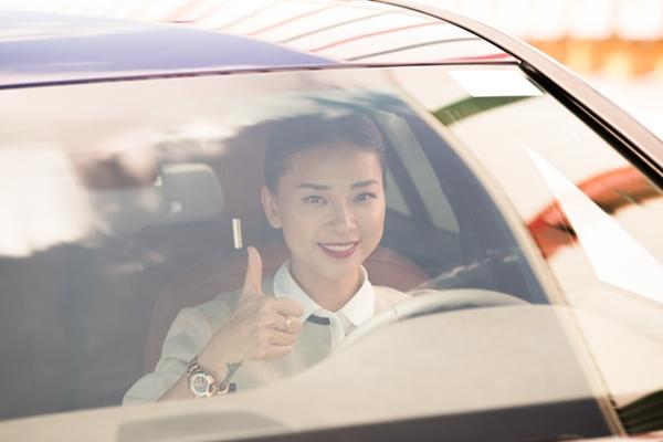 Ngô Thanh Vân cực kỳ ấn tượng với khả năng vận hành của hai mẫu xe chiếc VinFast Lux và cho biết sẽ sớm tậu một chiếc để sử dụng làm phương tiện di chuyển hàng ngày.