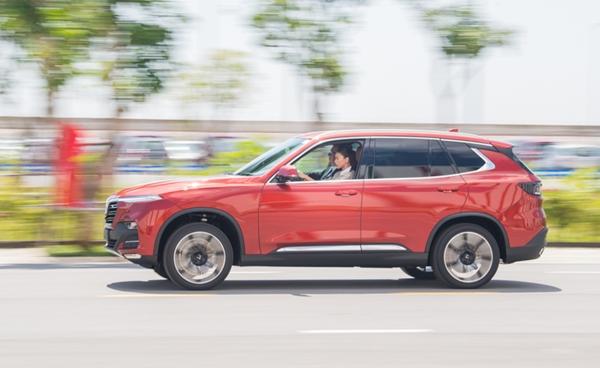 Đại sứ thương hiệu Ngô Thanh Vân đã có những trải nghiệm tuyệt vời cùng hai dòng xe VinFast Lux A2.0 và Lux SA2.0 ngay tại nhà máy.