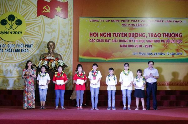 Supe Lâm Thao:  Tuyên dương, trao thưởng học sinh giỏi