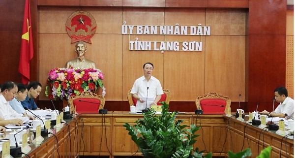 Phó Chủ tịch UBND tỉnh Lạng Sơn Nguyễn Công Trưởng phát biểu tại buổi họp