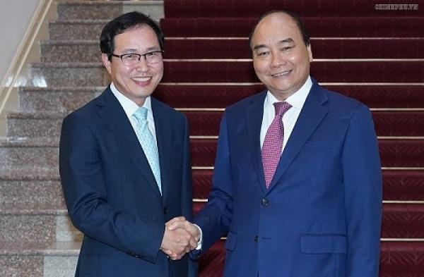 Thủ tướng Nguyễn Xuân Phúc và ông Choi Joo Ho, Tổng Giám đốc tổ hợp Samsung tại Việt Nam (Ảnh: VGP)