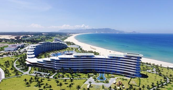 FLC Quy Nhơn nằm trải dài dọc theo đường bờ biển hơn 1km tại vùng khu vực Eo Gió, Nhơn Lý