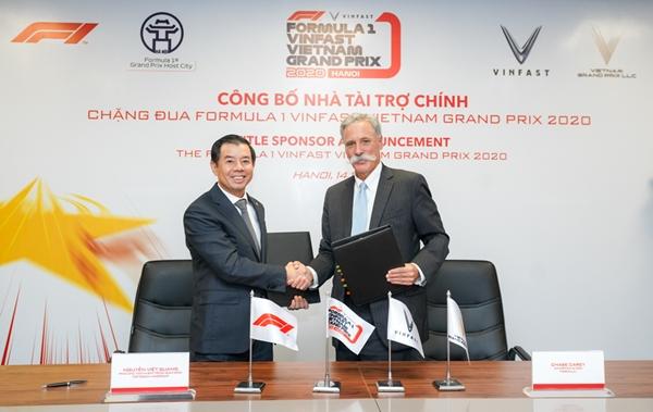 Ông Nguyễn Việt Quang – Phó Chủ tịch kiêm Tổng giám đốc Tập đoàn Vingroup và ông Chase Carey – Chủ tịch, Tổng giám đốc Tập đoàn Formula One Group tại buổi lễ công bố nhà tài trợ chính chặng đua F1 VinFast Vietnam Grand Prix 2020