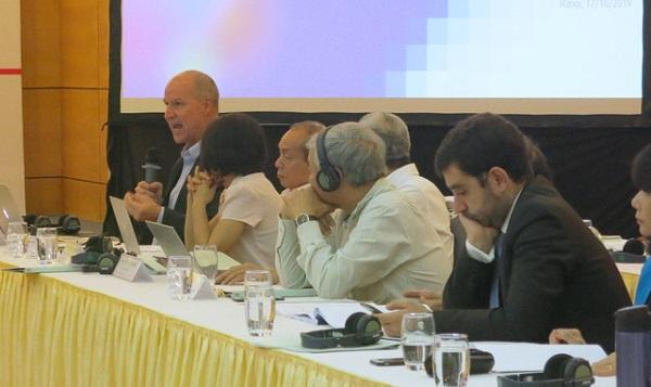 Nhóm chuyên gia chia sẻ tại buổi hội thảo