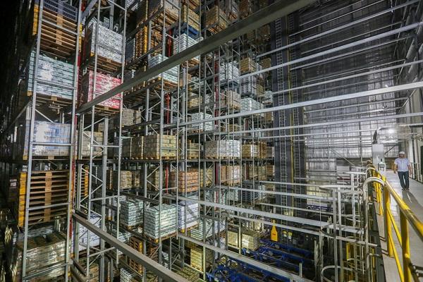 Một góc của Kho thông minh tại nhà máy Mega, được thiết kế và xây dựng bởi công ty Schafer của Đức, vận hành hoàn toàn tự động.