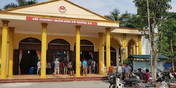 Đông đảo người dân gửi kiến nghị về dịch vụ điện thiếu và yếu đến chính quyền Hoàng Xá