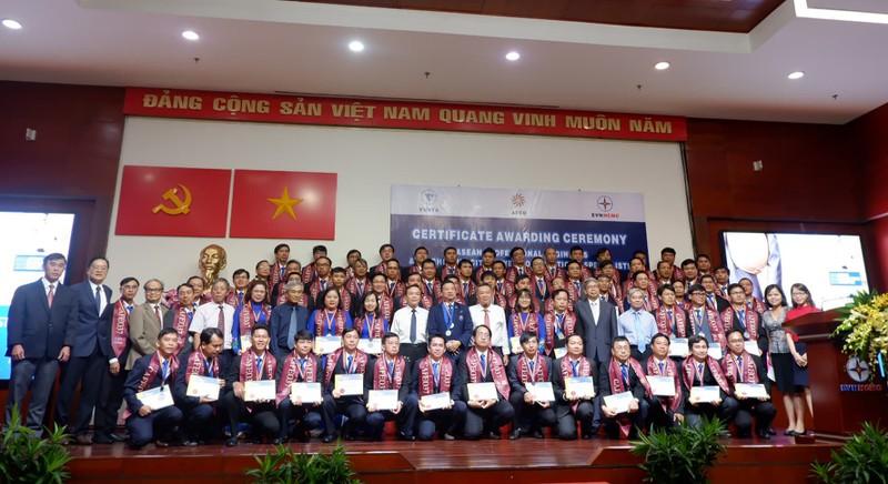 70 kỹ sư chuyên nghiệp ASEAN được vinh danh tại EVN HCMC