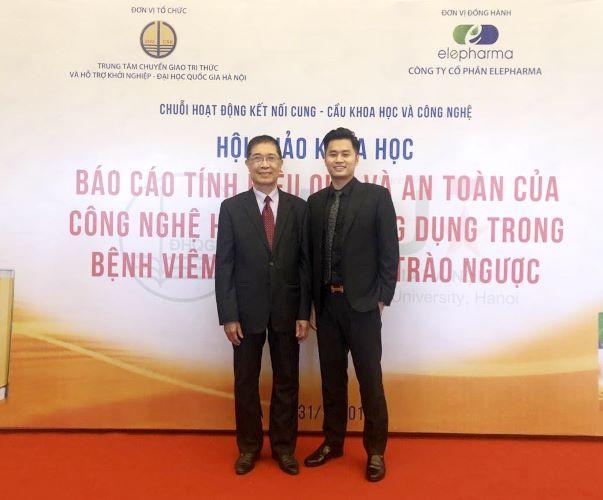PGS. TS Phạm Hữu Lý- Nguyên Phó chủ tịch hội đồng khoa học, Viện Hàn lâm Khoa học – Công nghệ Việt Nam (bên trái) và CEO. Trần Như Tùng trong Hội thảo khoa học về công nghệ Curcumin hướng đích ngày 31/5 vừa qua.