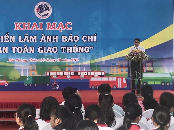 Ông Lê Văn Kiên phó giám đốc Sở Thông tin và truyền thông phát biểu tại buổi lễ