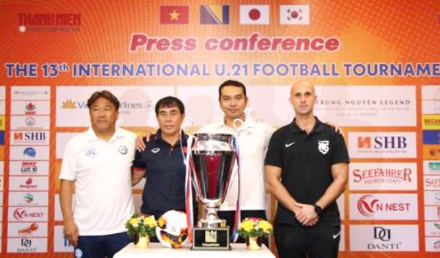 Bốn độin tham dự giải