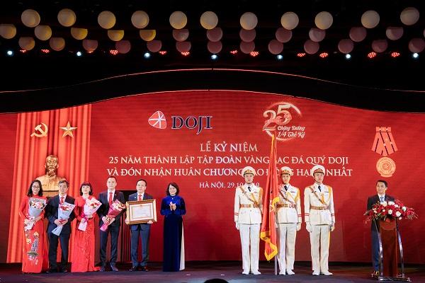 Tập đoàn Vàng bạc Đá quý DOJI vinh dự đón nhận Huân chương Lao động Hạng Nhất của Chủ tịch nước CHXHCN Việt Nam