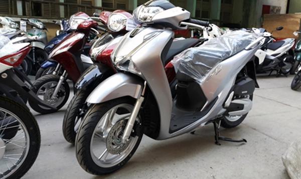 Honda SH 150 hiện đang dao động từ 104- 105 triệu đồng, chênh đến 15-17 triệu đồng