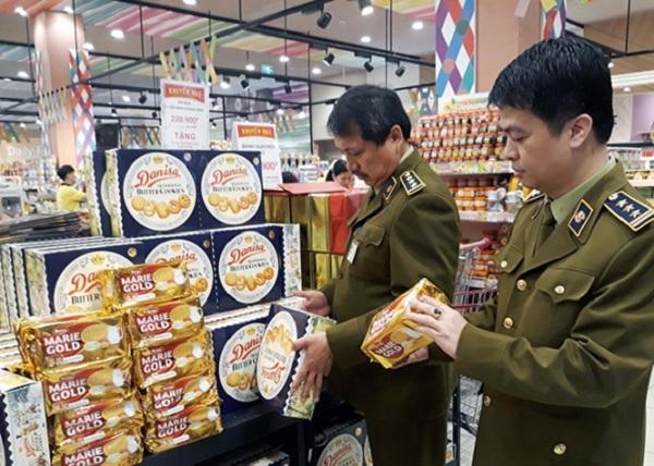Lực lượng chức năng kiểm tra hàng hóa thiết yếu có nhu cầu tiêu dùng trong dịp Tết