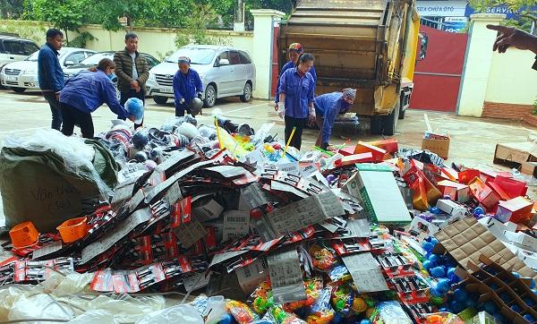 Lạng Sơn tiêu hủy số lượng lớn hàng hóa nhập lậu