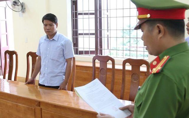 Cơ quan điều tra đọc lệnh bắt tạm giam ông Nguyễn Hoài Nam, nguyên Hạt trưởng Trạm Kiểm lâm Thượng Trạch